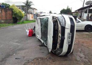 Colisão deixa 3 feridos em rua com sinalização precária