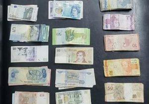 Em casa de prostituição, policiais encontram dinheiro de 20 países
