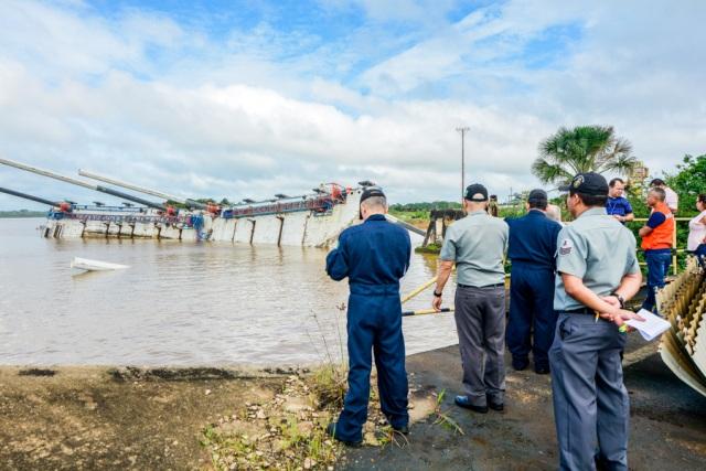 Porto flutuante que virou será ancorado e sinalizado, diz Defesa Civil