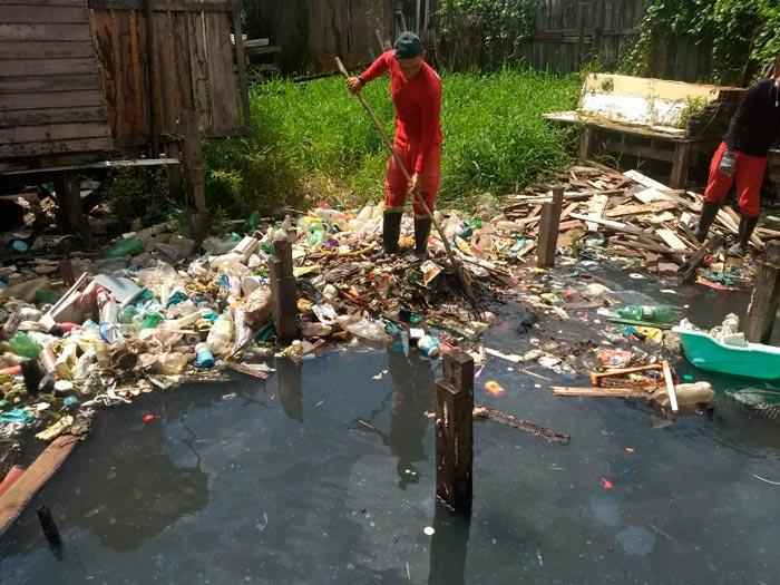 Canais resistem à chuva e maré alta, mas despejo de lixo não dá trégua