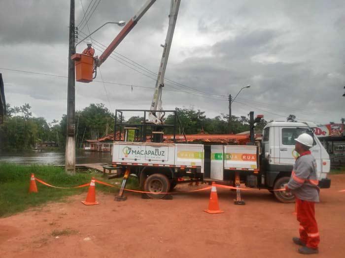 Chuvas aumentam riscos para equipes de iluminação, diz prefeitura