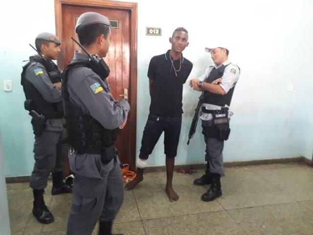 Filho é preso após tentar matar o pai com enxada