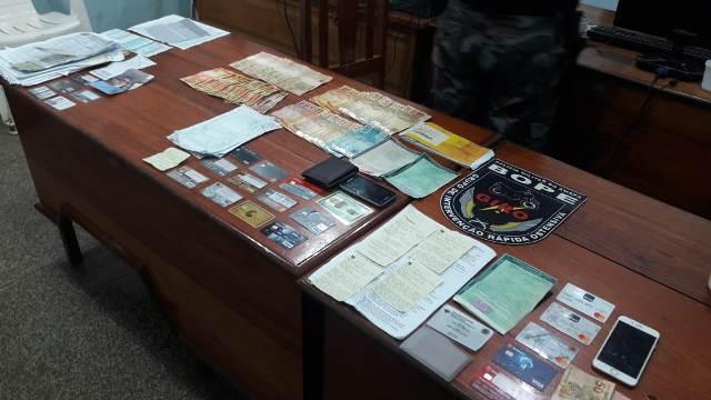 Bope encontra mais de 20 cartões de crédito em casa de traficante