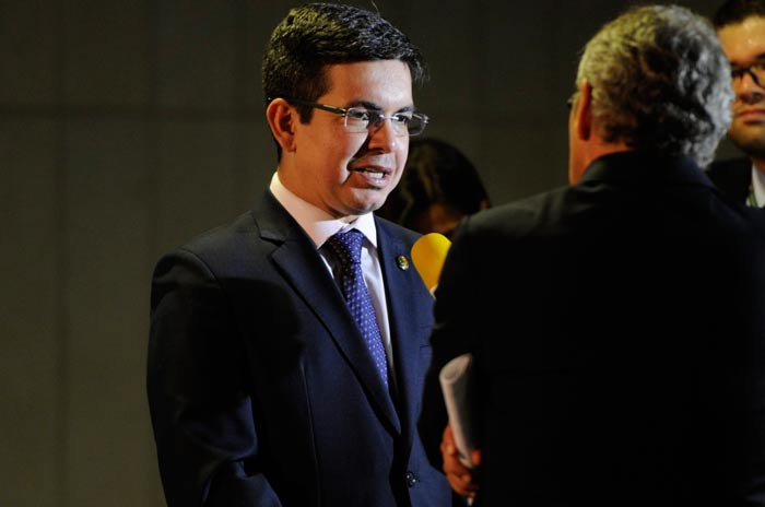 Oposição será comandada por senador do Amapá