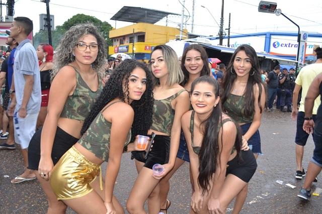 Sob a 'proteção do não', mulheres curtem tranquilas a Banda