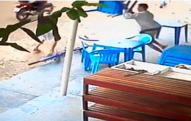 VÍDEO mostra vítima tentando se defender de homicida