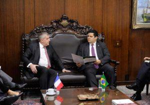 Ao presidente do Senado, embaixador da França anuncia reabertura de consulado no AP