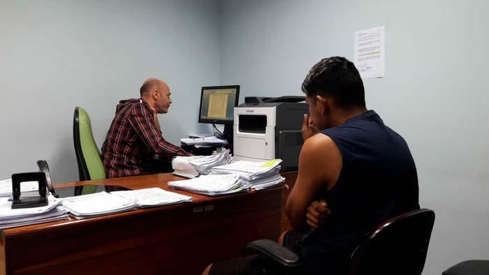 Golpistas usam notas fiscais falsas para vender celulares suspeitos, diz delegado