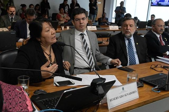Após questionamento de Randolfe, ministro promete diálogo sobre mudanças na Sesai
