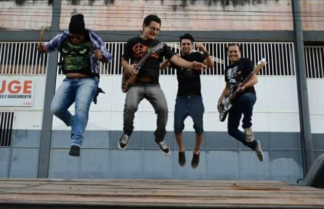 Banda Tia Biló lança primeiro trabalho autoral