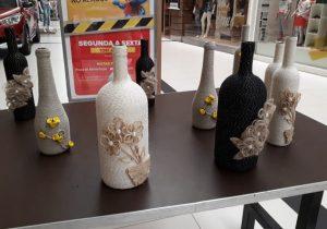 Estudantes transformam lixo em peças decorativas