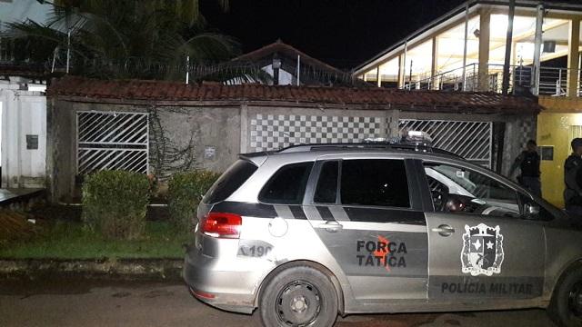 Assaltante morre ao enfrentar o BFT durante assalto em residência