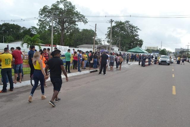 Presença de Bolsonaro provoca manifestações em Macapá
