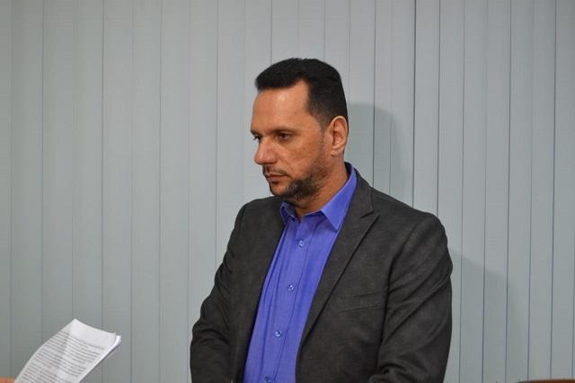 Secretário e ex-vice-governador se enfrentam na Justiça