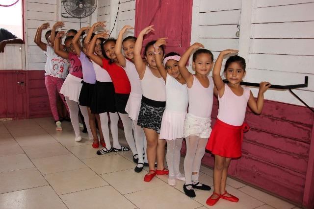 Projeto de balé em residencial trabalha fortalecimento familiar