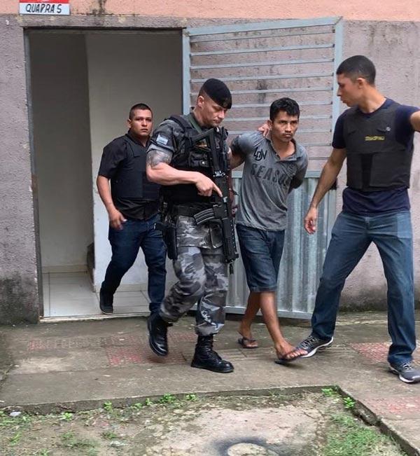 Criminoso se entrega depois de forçar reféns a gravarem vídeos dele