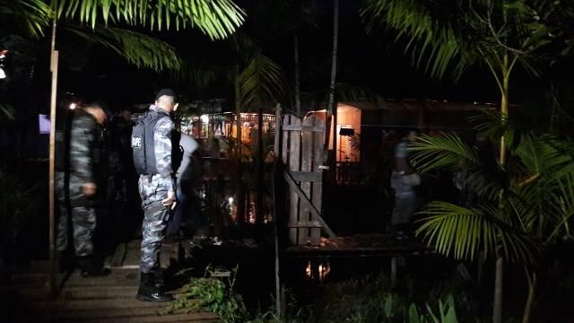 Dupla suspeita de balear PM morre em confronto