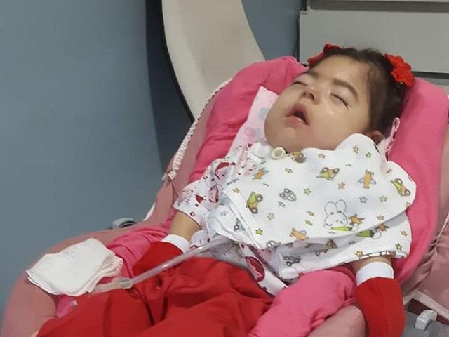 """Após meses em coma, morre a bebê """"Catarina Adormecida"""""""
