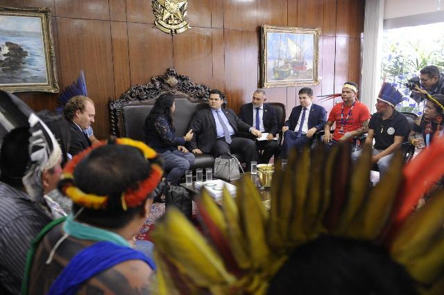 """""""Povos indígenas merecem respeito"""", diz Davi ao receber lideranças"""