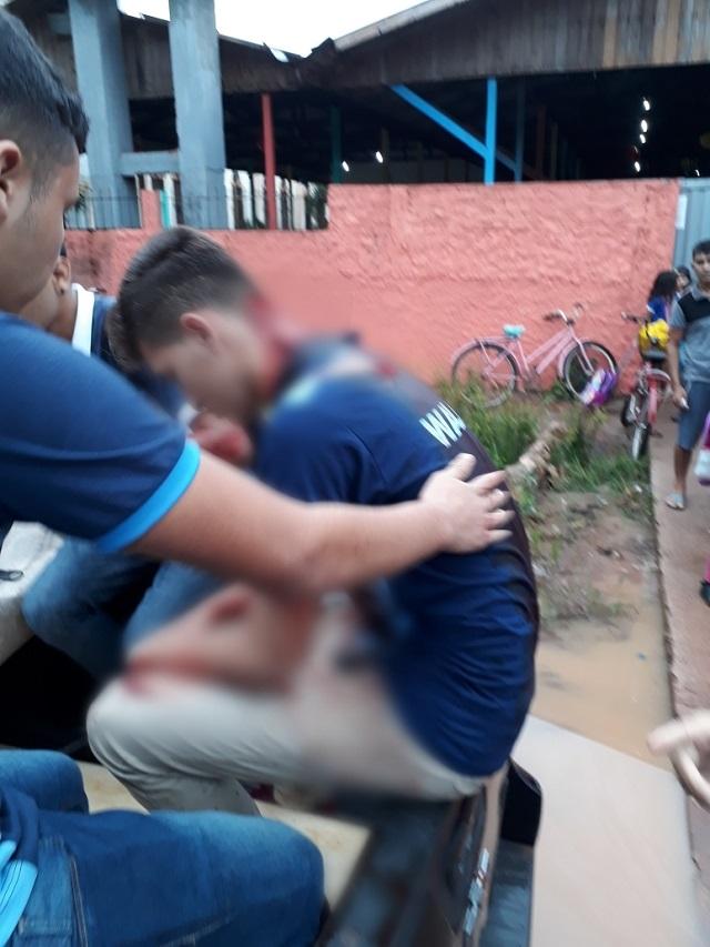 Estudante esfaqueado próximo à escola está internado