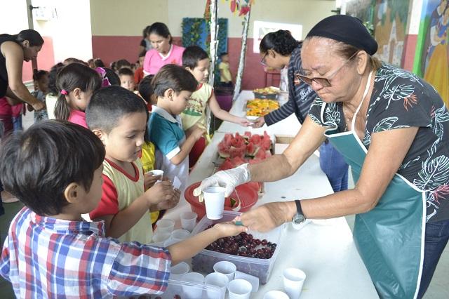 Feira de frutas estimula alimentação saudável em crianças