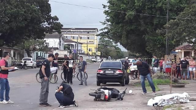 Após matar a tiros ex-detento, dupla revista vítima e foge