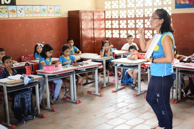 Estado abre 100 vagas para cuidador e intérprete de Libras