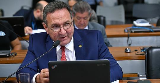 PEC aprovada em comissão prevê maior fatia a estados em Orçamento