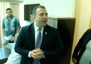 Com dificuldades para assumir, novo presidente da Câmara de Macapá faz exonerações