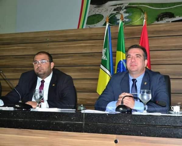 Com imbróglio jurídico, Marcelo Dias preside 1ª sessão na CMM
