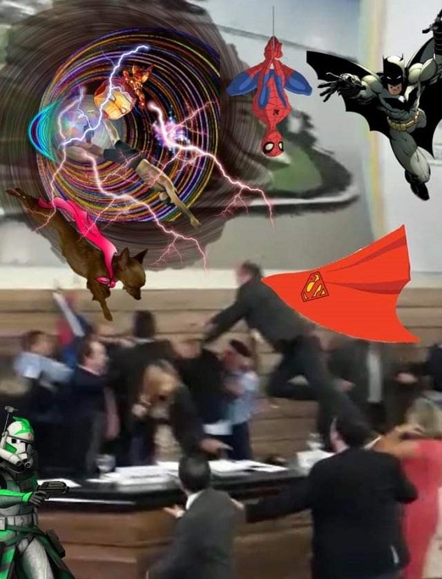 Internautas não perdoam e chacotam briga na Câmara de Macapá