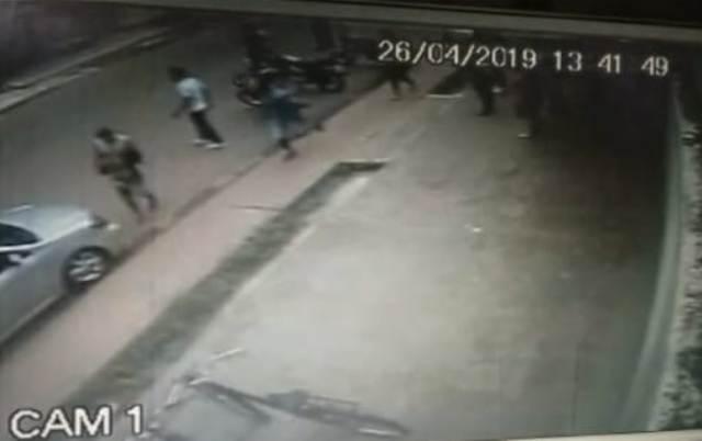 A caminho da escola, menina morre com a cabeça esmagada por moto