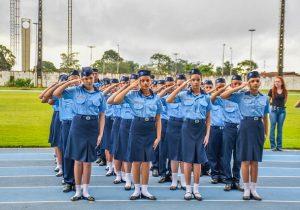 Estudantes vivem emoção de juramento militar