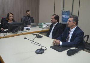 Ex-governador acusado de reter dinheiro de consignados presta depoimento à Justiça