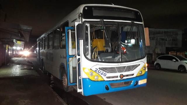Suspeito é preso após assalto a ônibus na Duca Serra