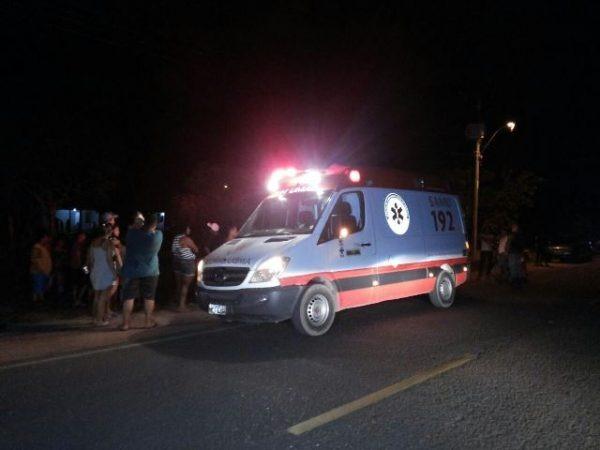 Em comunidade, briga acaba com um baleado e atropelamento