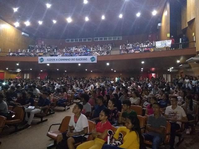 Com 3 mil alunos, Central do Enem tem aula inaugural
