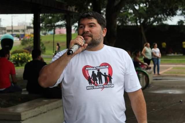 """""""Pedem tolerância, mas são intolerantes"""", diz professor ao desativar redes sociais"""