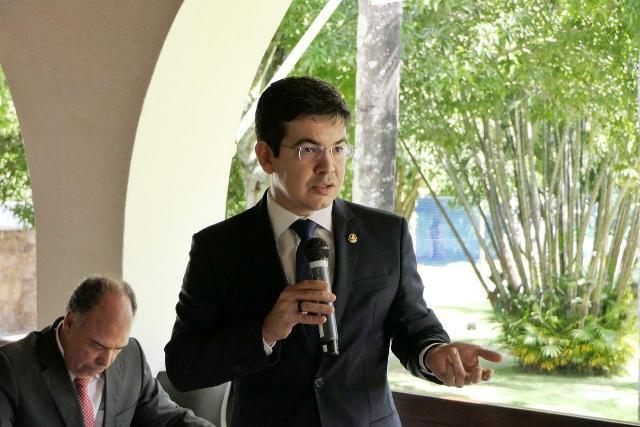 Parlamentares pedem que Bolsonaro seja processado por racismo