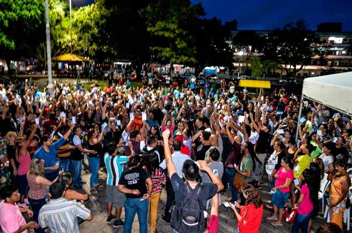 Professores do Amapá decidem por greve