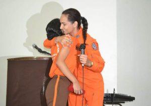 Bombeira de resgate em Brumadinho se emociona com carta de jovem do AP