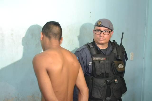 """""""Um dia saio dessa vida"""", diz preso com drogas na bermuda"""