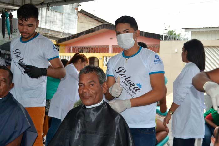 No Amapá, trabalhadores ganham massagem, corte de cabelo e atendimentos