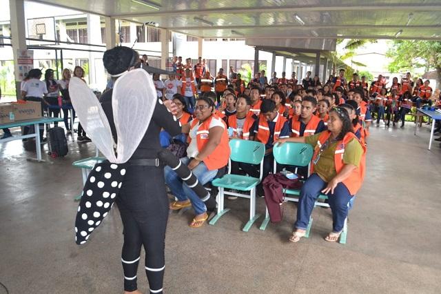 Estudantes são treinados para ajudar no combate a endemias