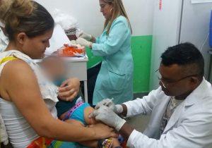 Crianças devem receber segunda dose da vacina contra gripe