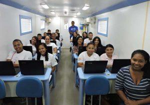 Jovens do interior do Amapá aprendem informática em projeto da Amcel