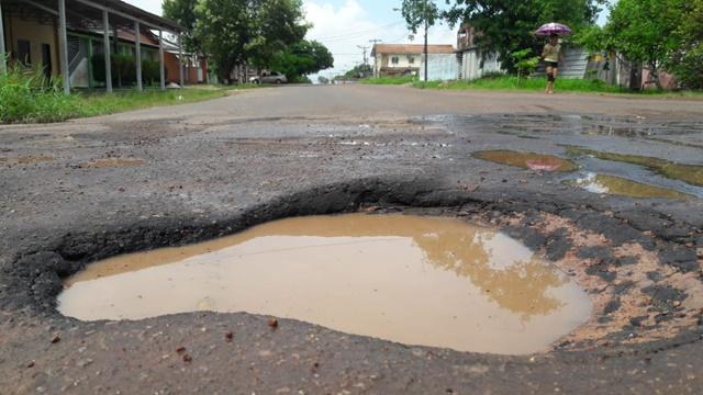 Moradores reclamam que recuperação de rua durou só 2 meses