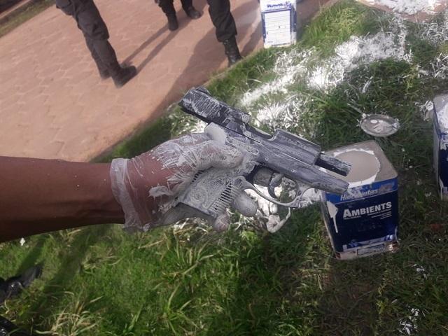 Arma encontrada em lata de tinta no Iapen é da Polícia Civil