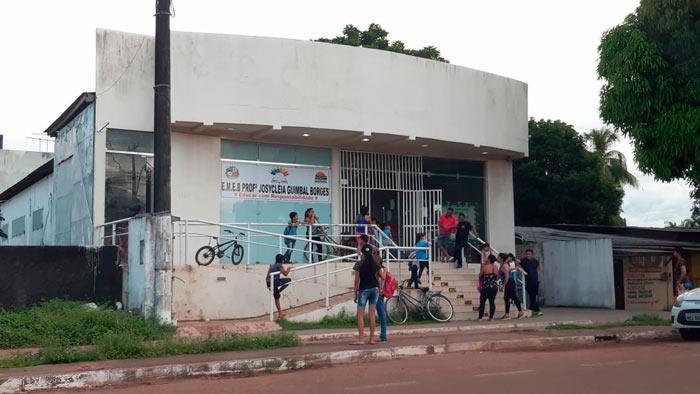 Sem água e merenda, escola municipal de Santana dispensa alunos mais cedo