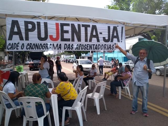 Trabalhadores da educação de Macapá deflagram greve